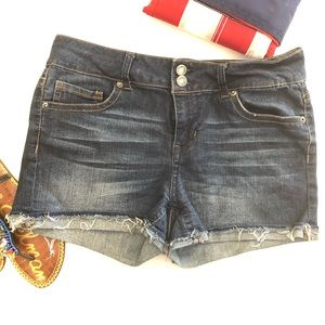 Rue 21 medium wash stretch denim shorts